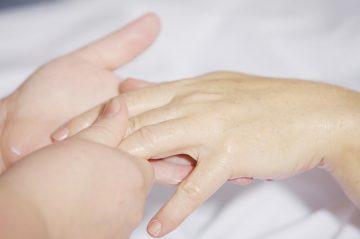 initiation massage mains bras