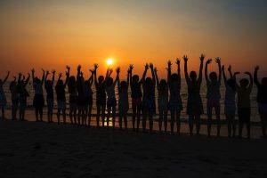 yoga group retraite sunset