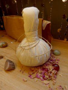 massages aux pochons aromatiques